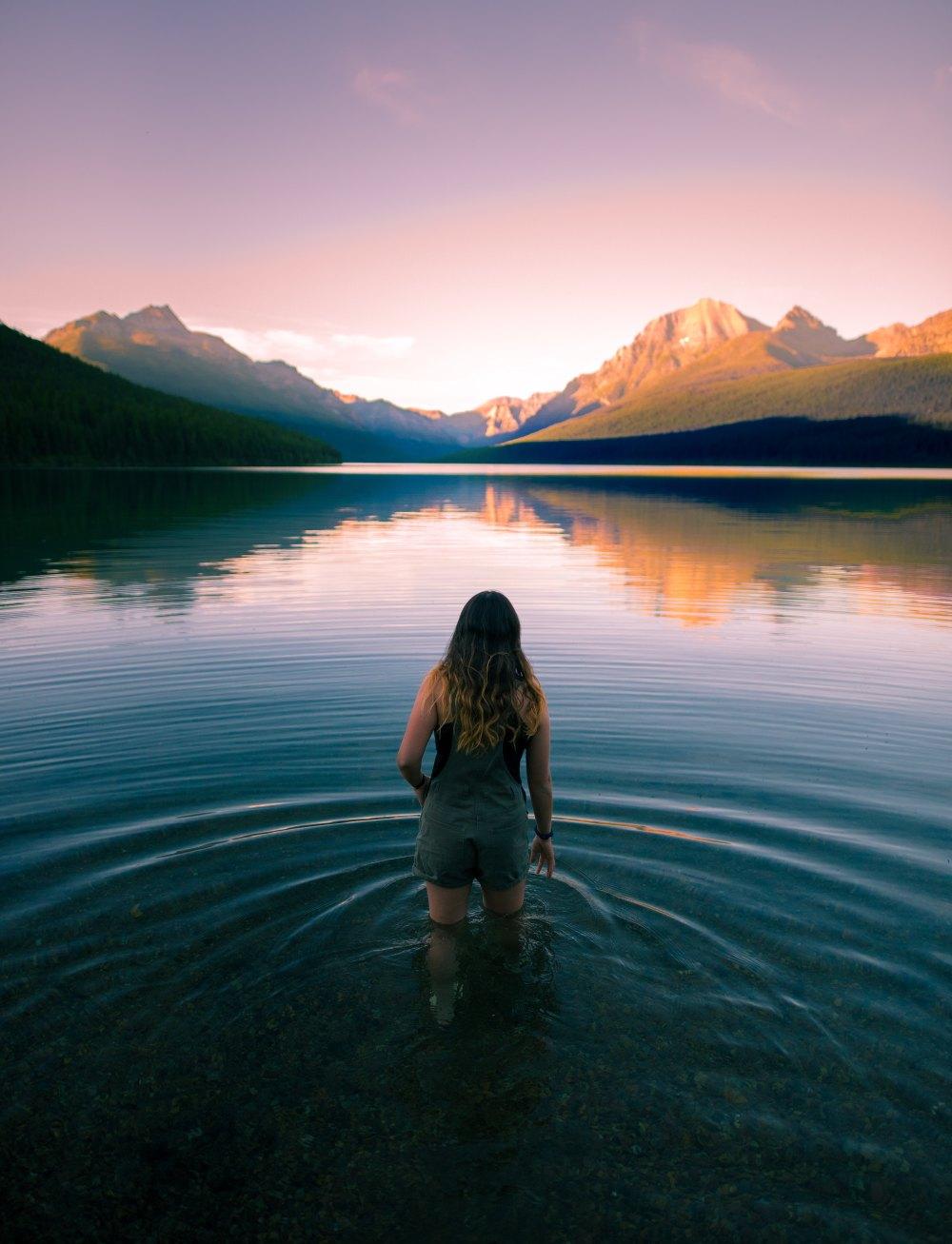 femme-lac-montagne